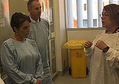 Minister for Medical Research visits the lab Sept 2016